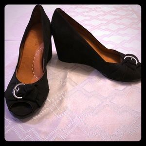 Gentle Souls Gabe's Bow Wedges Size 11
